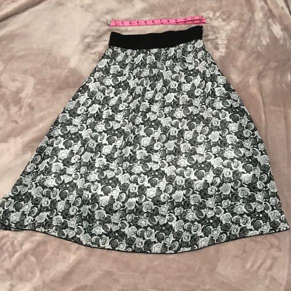 SALE❗️Floral LuLaRoe Lola skirt